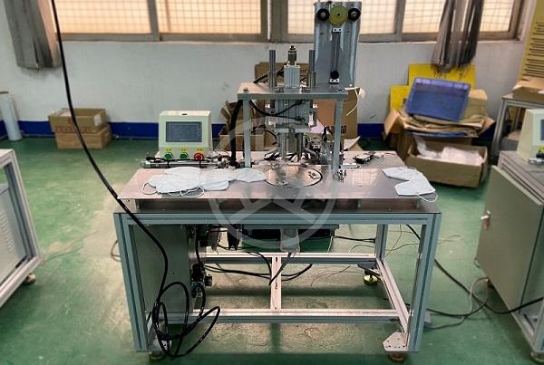 may han quai khau trang thu cong CNC-VINA ear loop welding